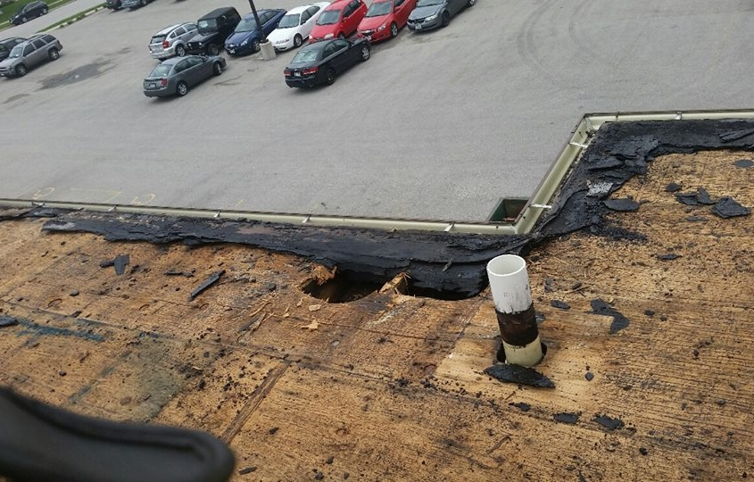 De Pere Apartment Building Roof Before Repairs and Installation