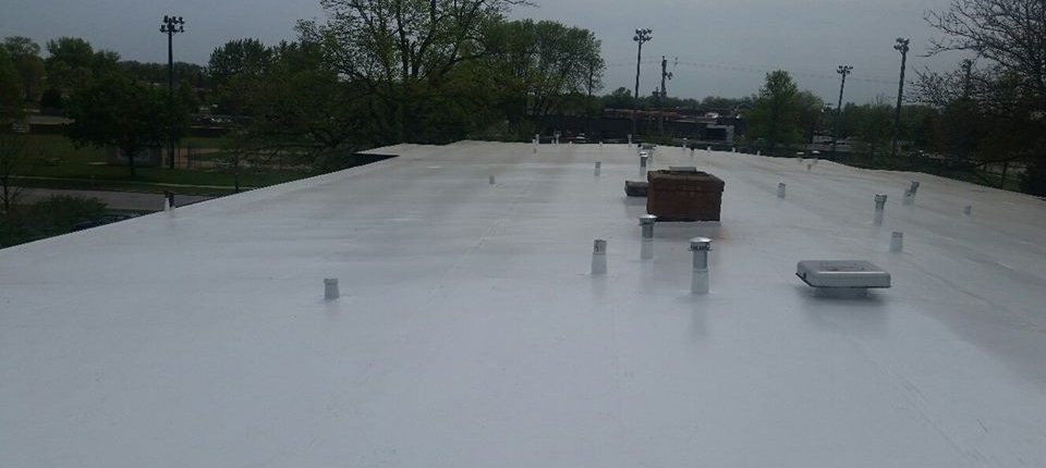 De Pere Apartment Building with New Duro-Last Roof System in White